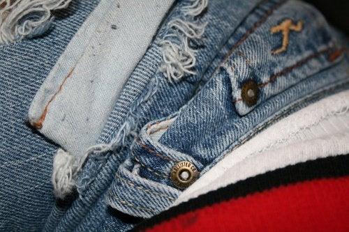 Как сохранить одежду новой