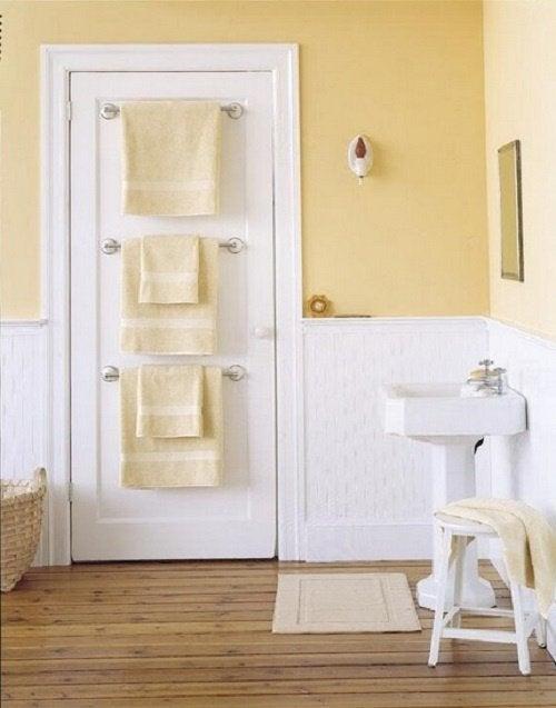 Ванная комната и вешалки на двери