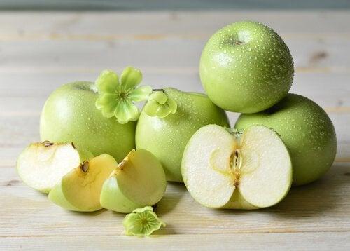 Яблоко и сок