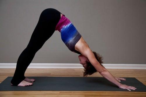 Воспаление седалищного нерва и йога