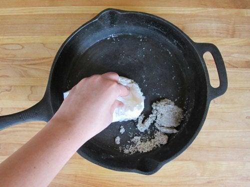 Сковорода и пригорание пищи
