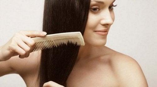 Расчесываться перед сном и предотвратить выпадение волос