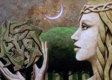 Женщина с кельтским символом и глаза