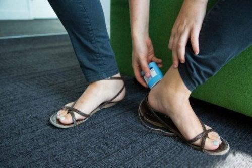 Дезодорант не позволит обуви натирать ноги