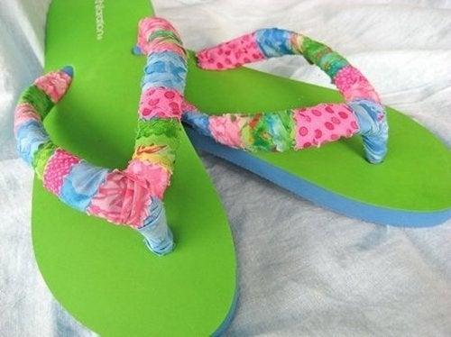 Оберни ремешки обуви хлопчатобумажной тканью