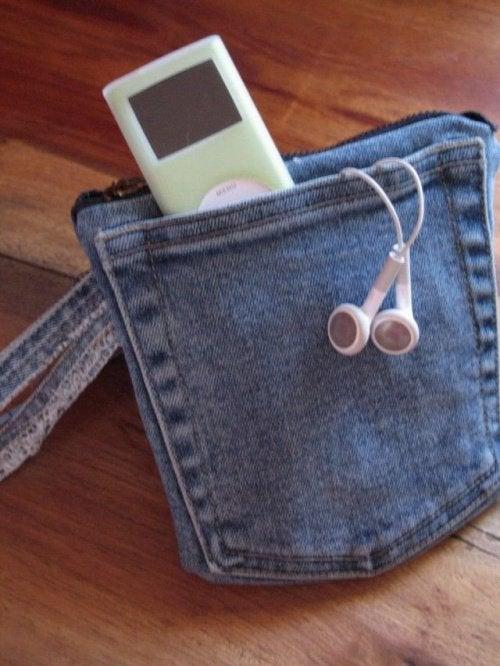 Маленькая сумка из старых джинсов