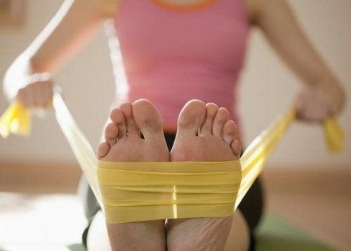 Подошвенный фасциит можно вылечить упражнениями на растяжку