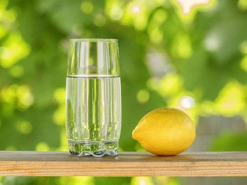 Лимон способствует более быстрому сжиганию жира
