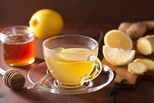 Лимон отлично сочетается с медом и имбирем