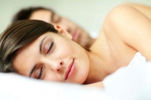Подушка и позы для сна