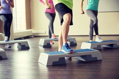 Подошвенный фасциит часто вызван лишним весом