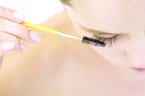 Водостойкая косметика позволит сделать макияж максимально стойким