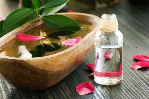 Розовая вода и кожа