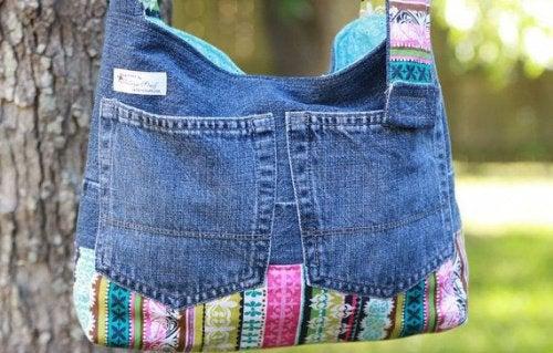 Старые джинсы и удобная сумка