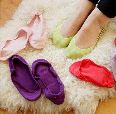 Толстые махровые носки помогут растянуть тесную обувь