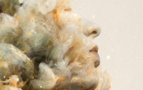 Женщина в облаках и жизнь