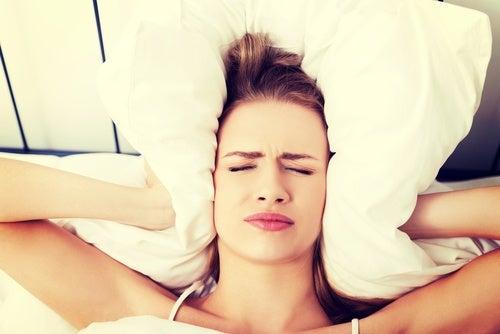 С чем может быть связана головная боль по утрам?