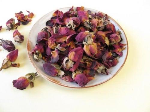 Попурри из роз поможет устранить неприятные запахи