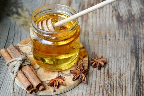 Вода и мед с корицей