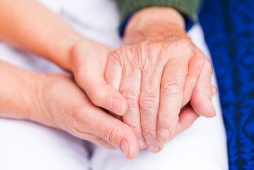 Орехи оказывают противовоспалительное действие при артрите