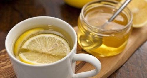 Теплая вода и мед: 5 причин, почему это очень полезно