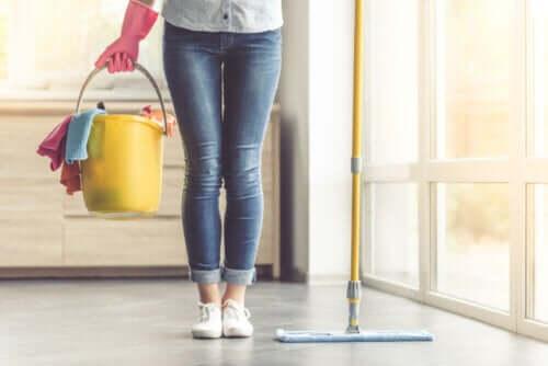 Замужние женщины уделяют домашним делам на 7 часов больше, чем мужчины