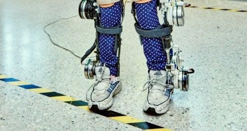 Экзоскелет помогает ходить
