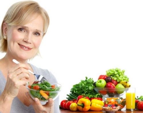 Женщина в 50 лет и питание
