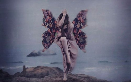 Женщина с крыльями и жизненный опыт