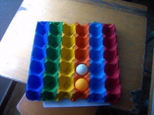 Коробки из-под яиц для маленьких мячиков