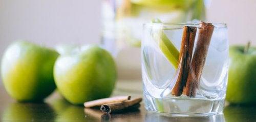 Напиток для снижения веса из корицы и яблок
