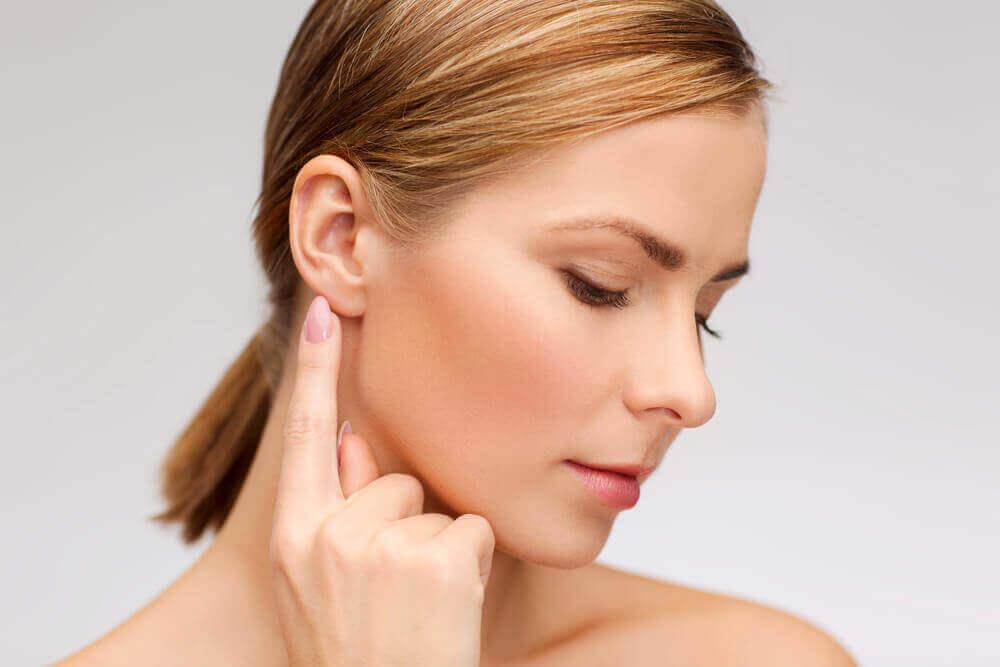 Очистить ухо от серы