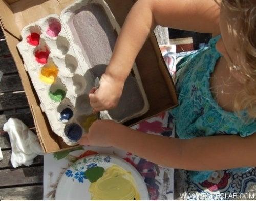 Коробки из-под яиц и палитра