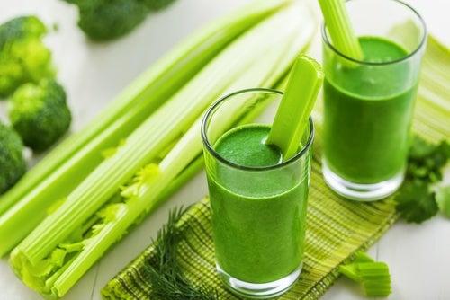 Зеленые коктейли и задержка жидкости