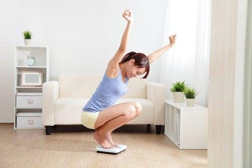 Чтобы иметь подтянутые руки, нужно похудеть