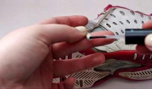 Лак для ногтей и шнурки
