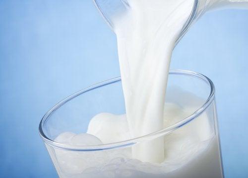 Молоко и темные круги вокруг глаз