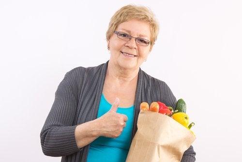 Придерживайся сбалансированной диеты и менопауза будет переноситься легче