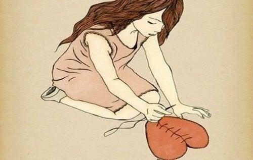 Женщина сшивающая сердце и непрочные отношения