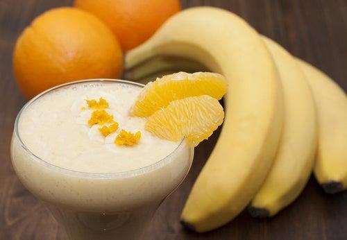 Коктейль из бананов и апельсинов и задержка жидкости в оранизме