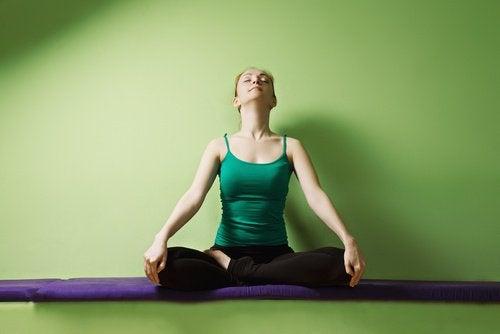 Позы йоги помогут победить нервное напряжение