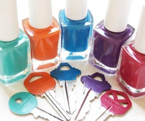 Лак для ногтей и ключи