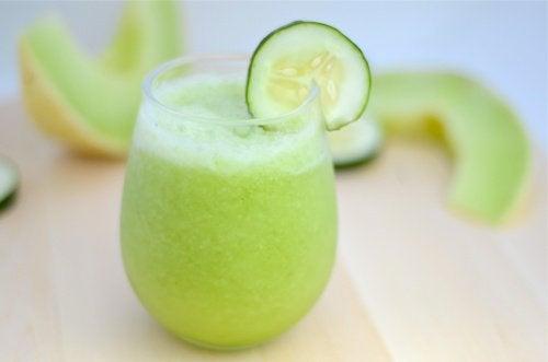 Коктейль из дыни, зеленого яблока и огурца: польза и здоровое похудение