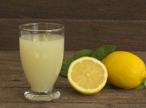 Лимонный сок поможет скинуть лишние килограммы