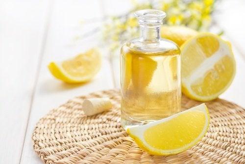 Эфирное масло лимона чтобы придать приятный аромат волосам