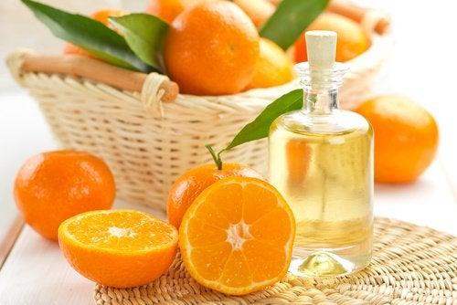 Эфирное масло мандарина чтобы придать приятный аромат волосам