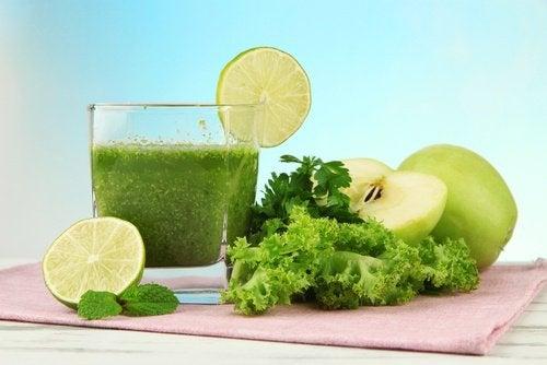 Зеленый напиток устранит неприятный запах