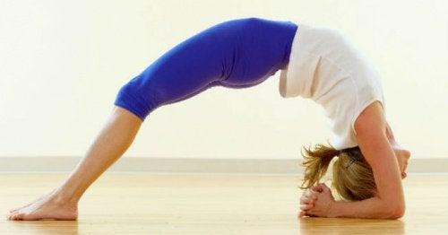Йога: 5 поз, которые помогут победить нервное напряжение и стресс