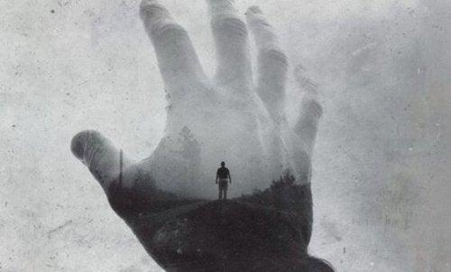 Рука и горе