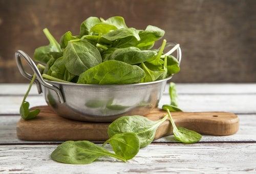Натуральные слабительные средства: шпинат